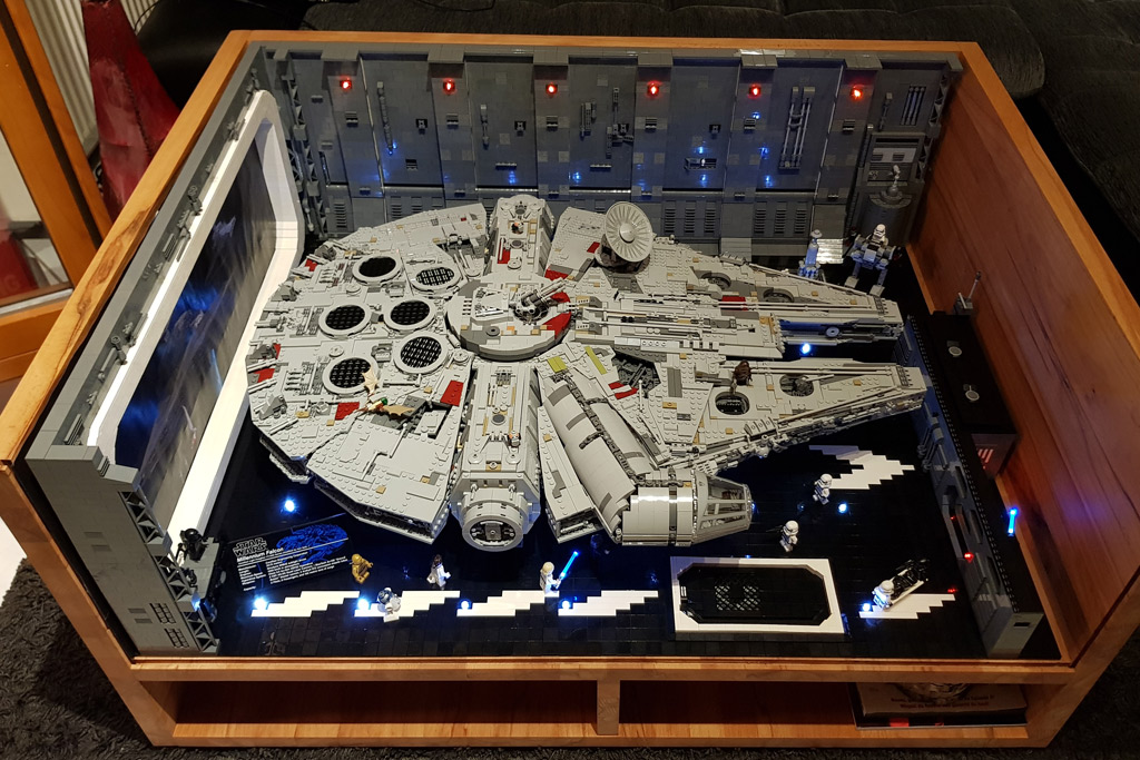 lego star wars ucs millennium falcon 75192 beleuchteter hangar zusammengebaut. Black Bedroom Furniture Sets. Home Design Ideas