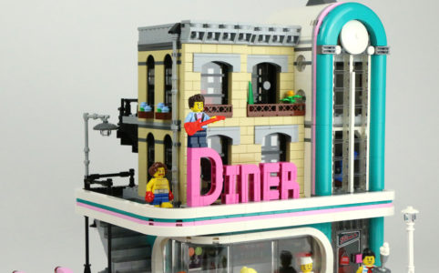 lego-ceator-expert-downtown-diner-10260-front-fahrzeug-2018-zusammengebaut-andres-lehmann zusammengebaut.com