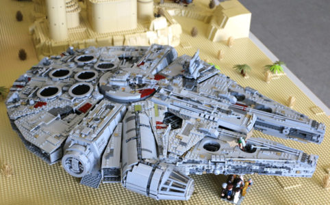 lego-star-wars-ucs-millennium-falcon-75192-draufsicht-tatooine-parkhotel-borken-zusammengebaut-2017-andres-lehmann zusammengebaut.com