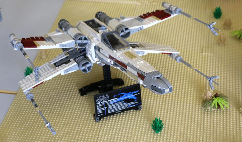 lego-star-wars-ucs-red-five-x-wing-starfighter-10240-draufsicht-parkhotel-borken-zusammengebaut-2017-michael-kopp zusammengebaut.com