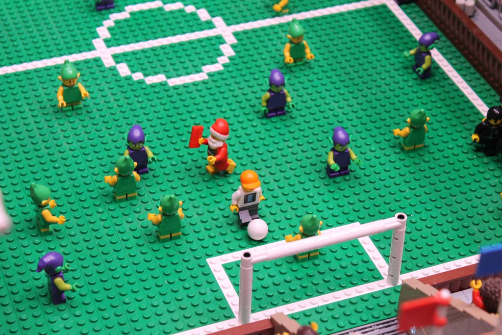 zusammengebuat-minifigur-stadion-tor-lego-house-2017-andres-lehmann zusammengebaut.com