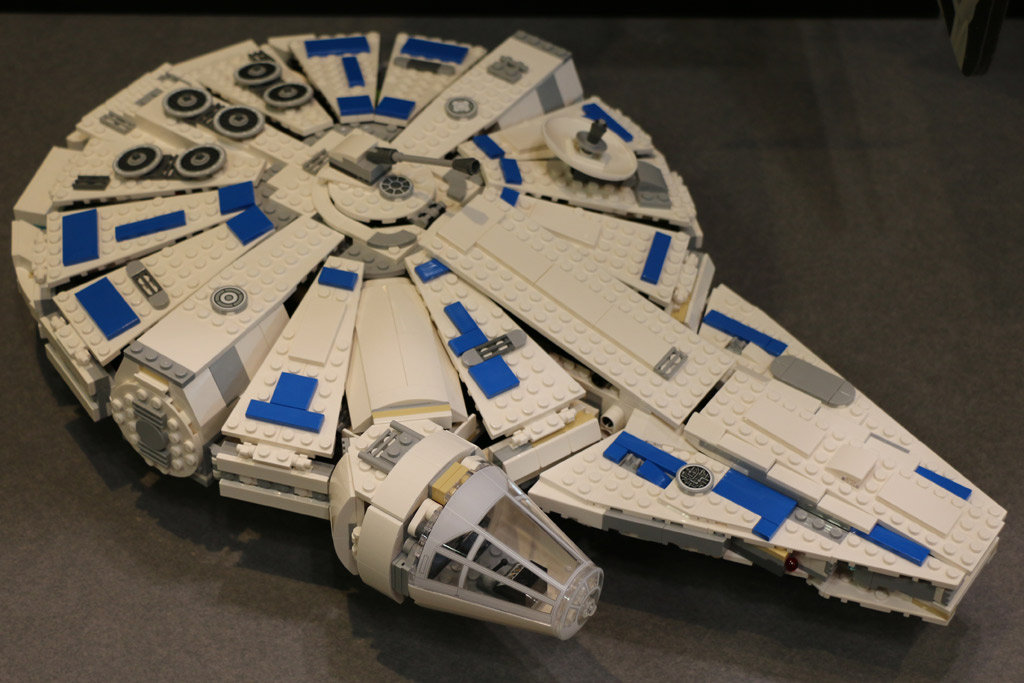 LEGO Star Wars Kessel Run Millennium Falcon 75212 im Detail-Video ...