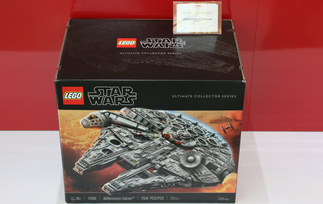 toy-of-the-year-awards-specialty-lego-star-wars-millennium-falcon-75192-box-2018-zusammengebaut-andres-lehmann zusammengebaut.com