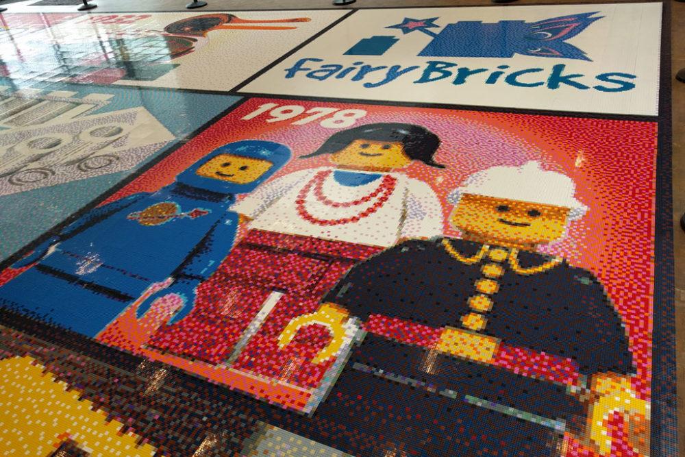 gr tes lego mosaik entsteht im lego house bilder aus. Black Bedroom Furniture Sets. Home Design Ideas