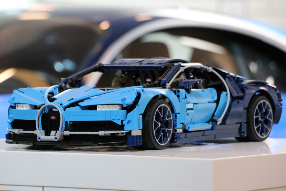 lego technic bugatti chiron 42083 event live eindr cke. Black Bedroom Furniture Sets. Home Design Ideas