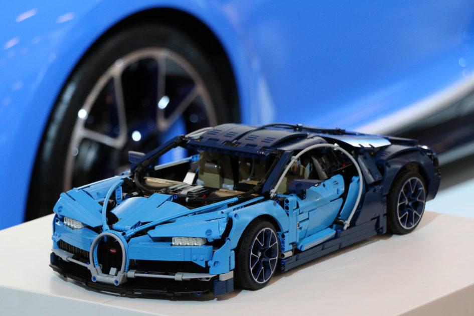 lego technic bugatti chiron 42083 im lego online shop erh ltlich zusammengebaut. Black Bedroom Furniture Sets. Home Design Ideas