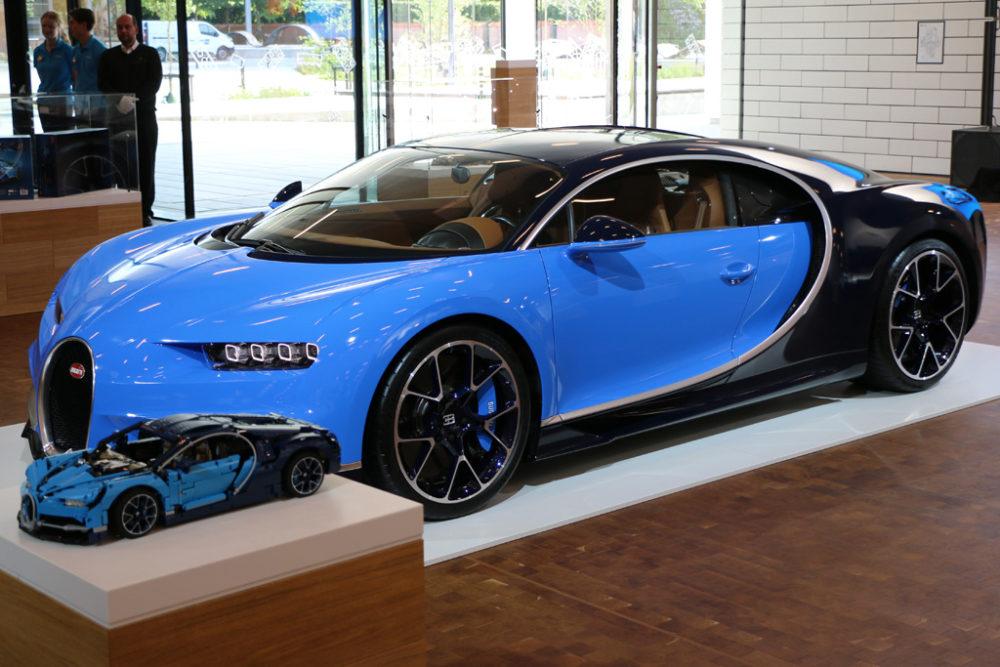 LEGO Technic 42083 Bugatti Chiron und das Original