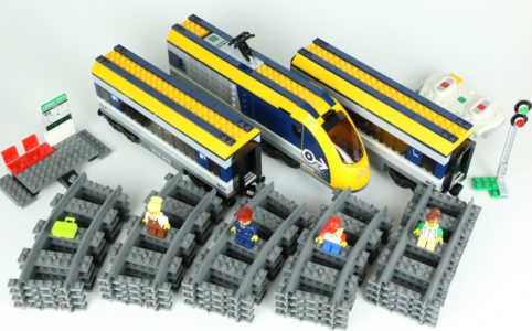 lego-city-personenzug-60197-2018-zusammengebaut-andres-lehmann zusammengebaut.com