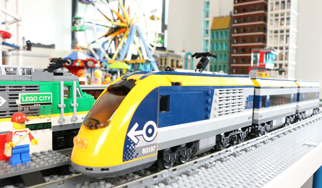 lego-city-personenzug-60197-new-ukonio-city-seite-2018-zusammengebaut-andres-lehmann zusammengebaut.com