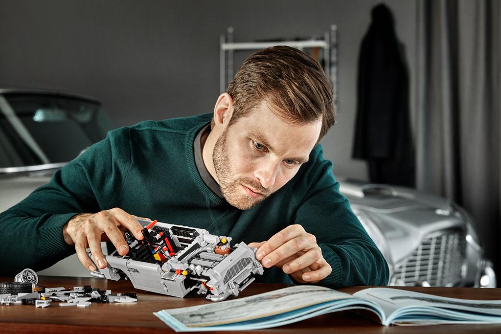 lego-creator-expert-james-bond-aston-martin-db5-10262-2018-designer zusammengebaut.com