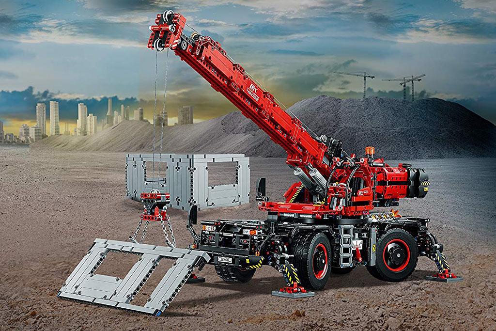 lego-technic-gelaendergaengiger-kranwagen-42082-box-rueckseite-szenario-2018 zusammengebaut.com