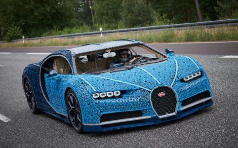 lego-technic-bugatti-chiron-xxl zusammengebaut.com
