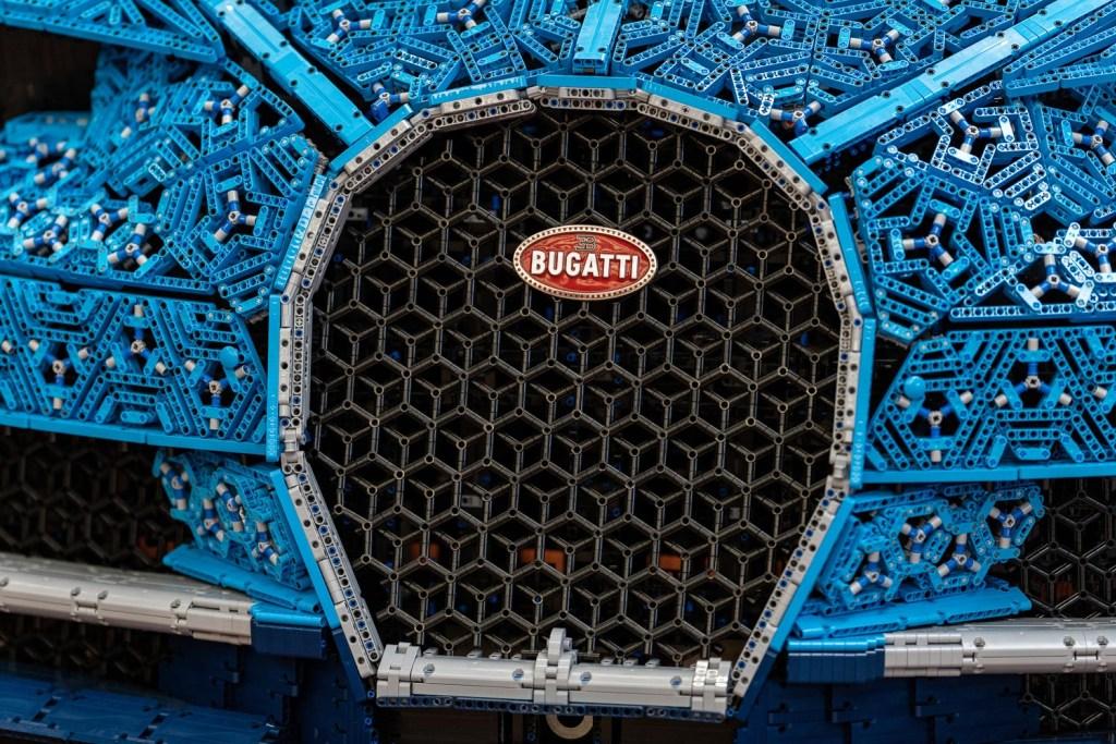 lego-technic-bugatti-chiron-xxl-front-kuehler zusammengebaut.com