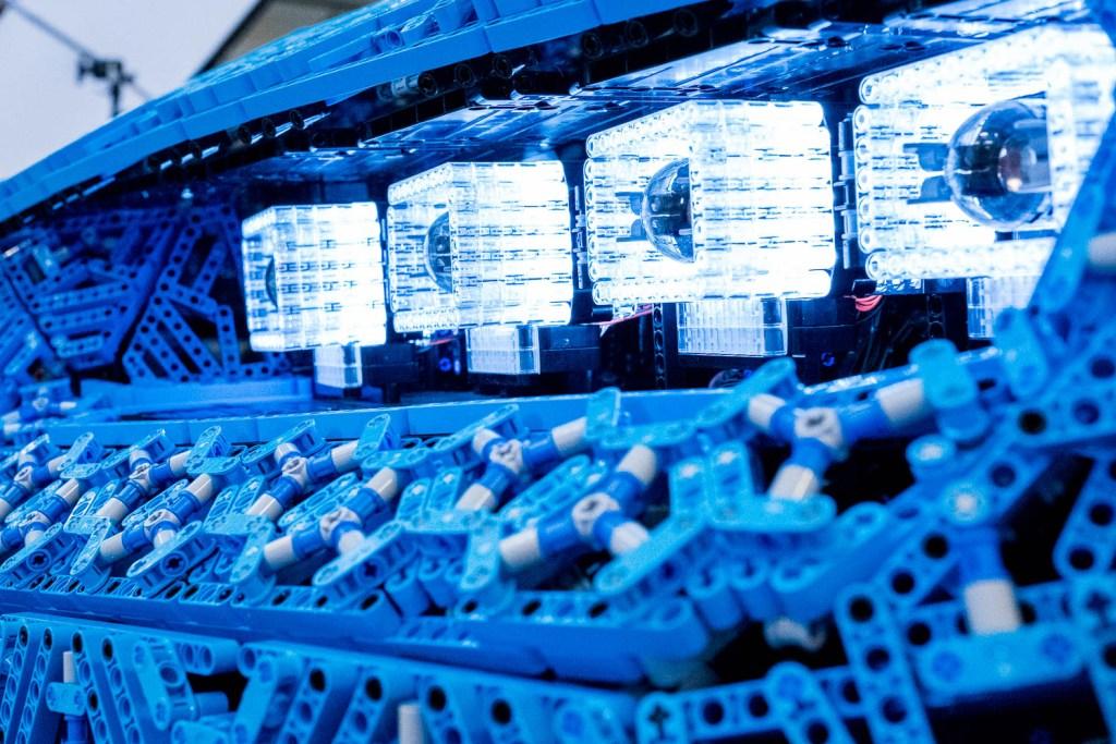 lego-technic-bugatti-chiron-xxl-front-scheinwerfer zusammengebaut.com