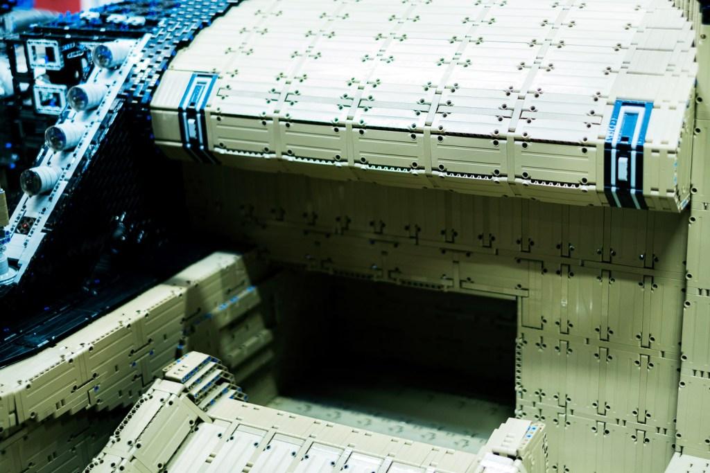 lego-technic-bugatti-chiron-xxl-innenraum zusammengebaut.com