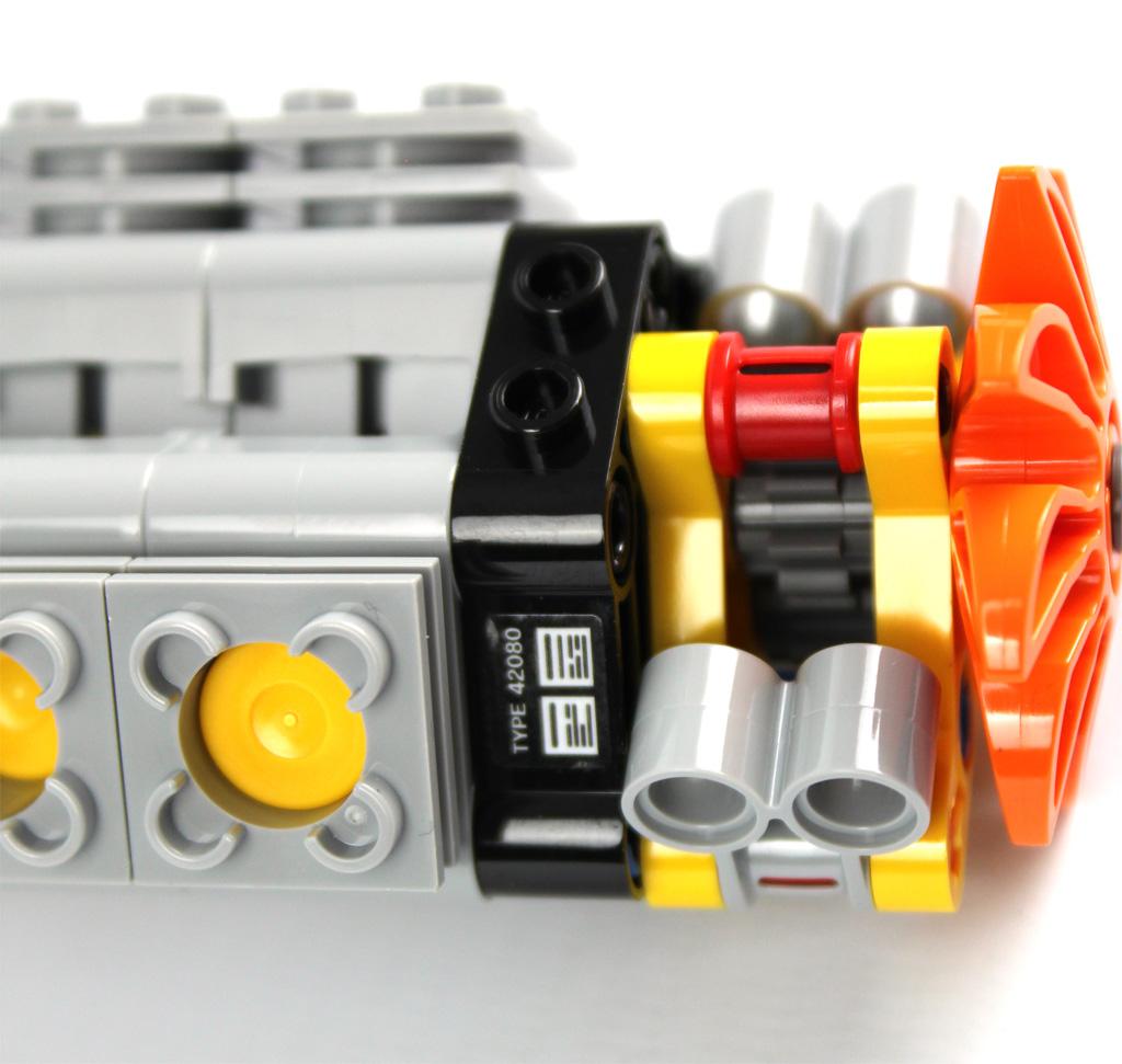 lego-technic-gelaendegaengiger-kranwagen-42082-abschnitt-1-10-2018-zusammengebaut-andre-micko zusammengebaut.com