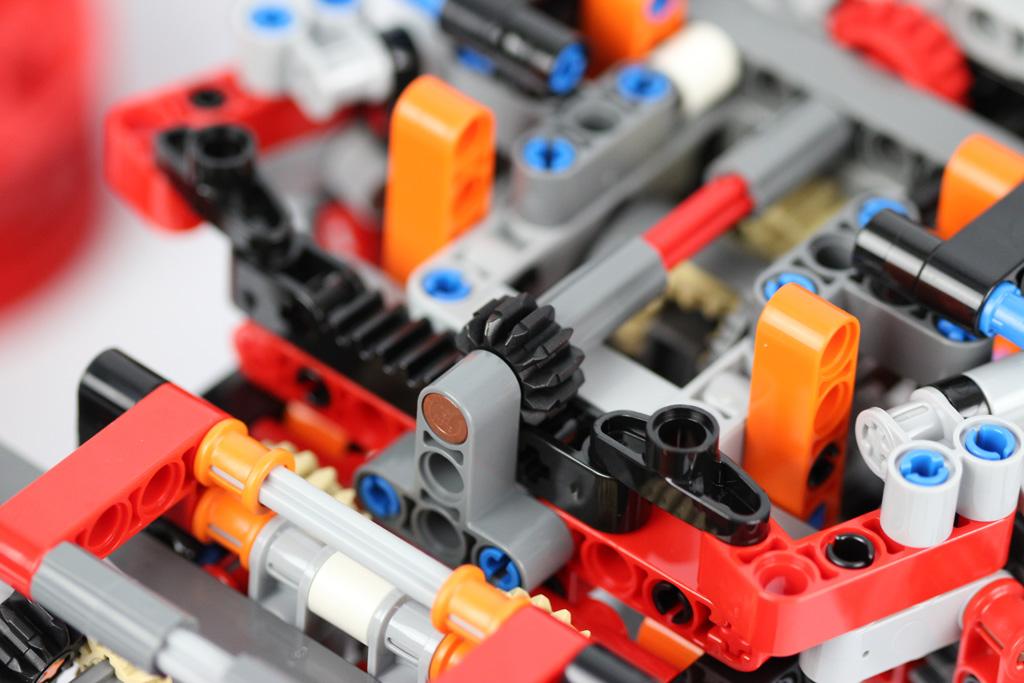lego-technic-gelaendegaengiger-kranwagen-42082-abschnitt-1-6-2018-zusammengebaut-andre-micko zusammengebaut.com
