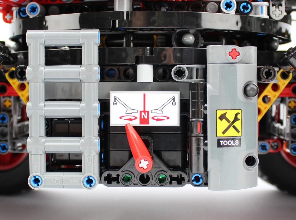 lego-technic-gelaendegaengiger-kranwagen-42082-details-front-2-2018-zusammengebaut-andre-micko zusammengebaut.com