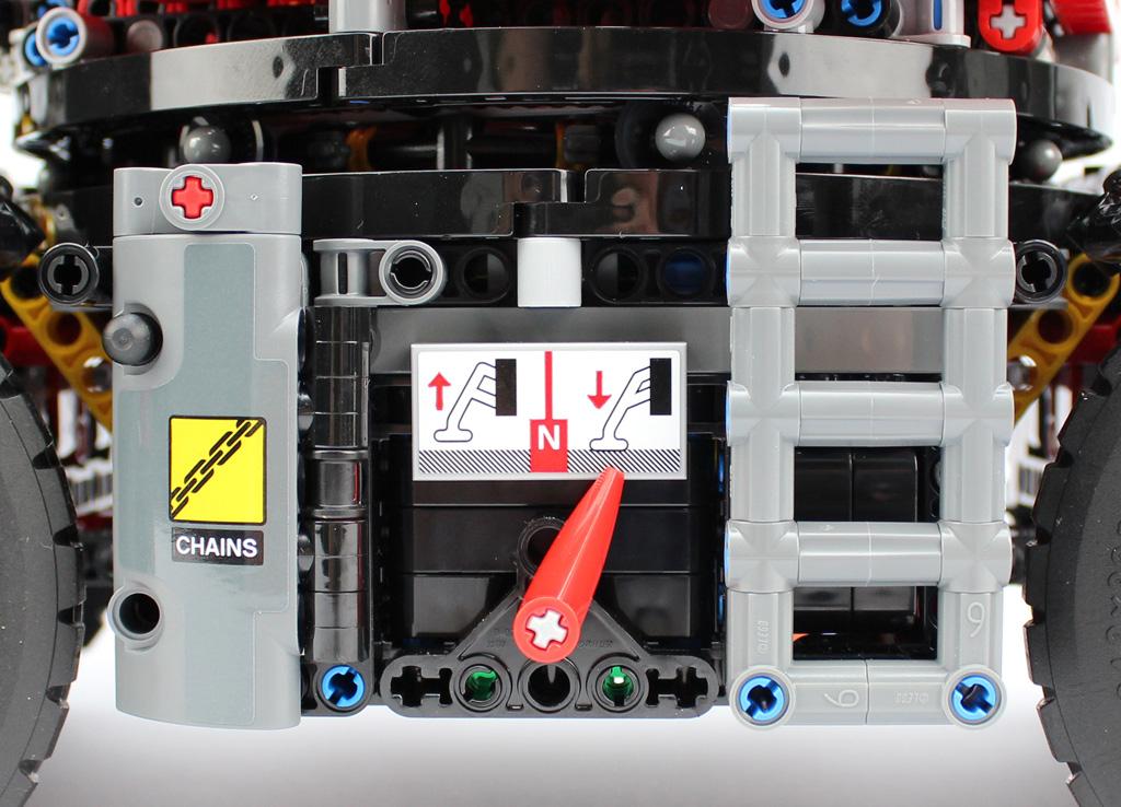 lego-technic-gelaendegaengiger-kranwagen-42082-details-front-2018-zusammengebaut-andre-micko zusammengebaut.com