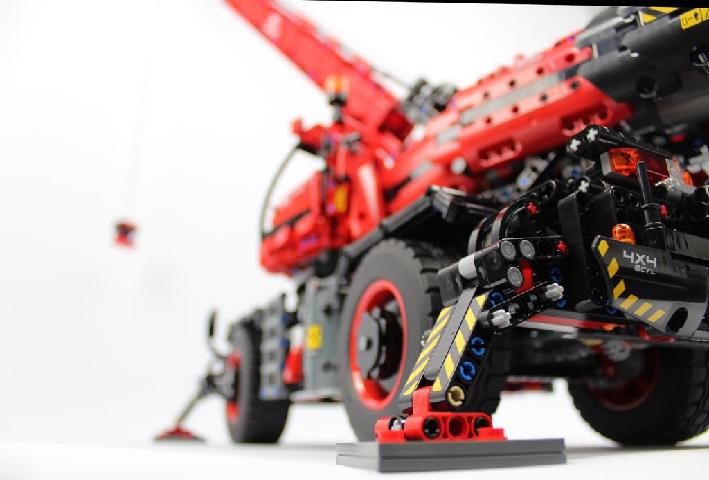 lego-technic-gelaendegaengiger-kranwagen-42082-fertig-1-2018-zusammengebaut-andre-micko zusammengebaut.com