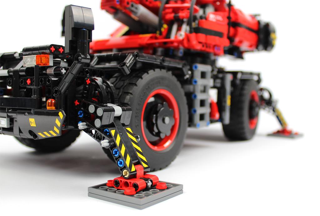 lego-technic-gelaendegaengiger-kranwagen-42082-fertig-stuetze-2018-zusammengebaut-andre-micko zusammengebaut.com