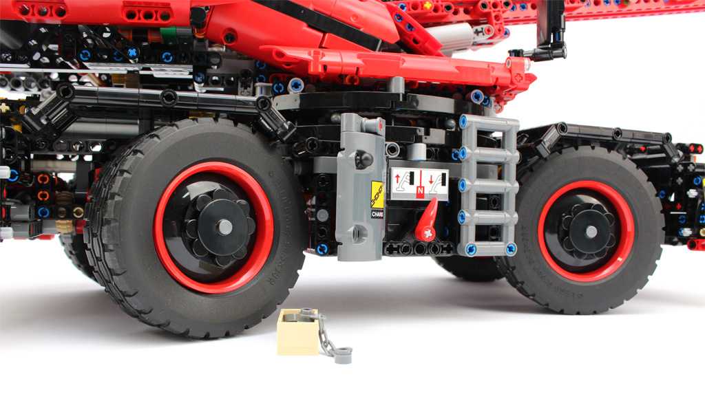 lego-technic-gelaendegaengiger-kranwagen-42082-ketten-2018-zusammengebaut-andre-micko zusammengebaut.com