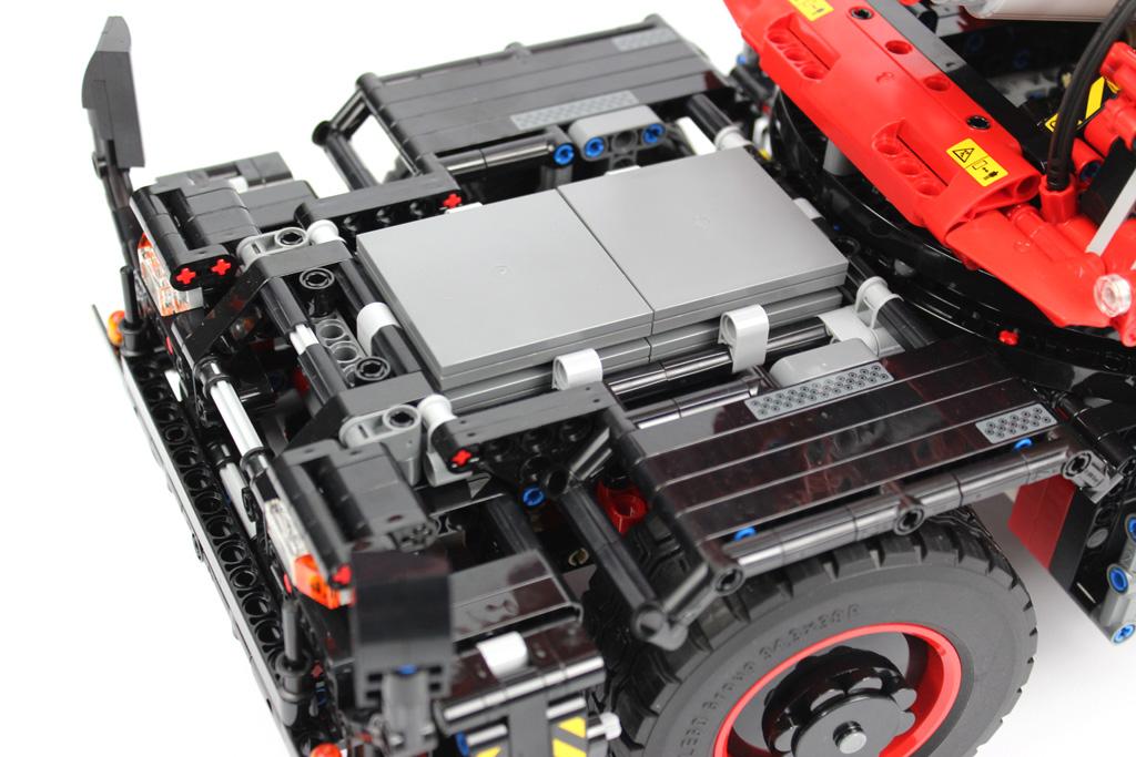 lego-technic-gelaendegaengiger-kranwagen-42082-platten-2018-zusammengebaut-andre-micko zusammengebaut.com