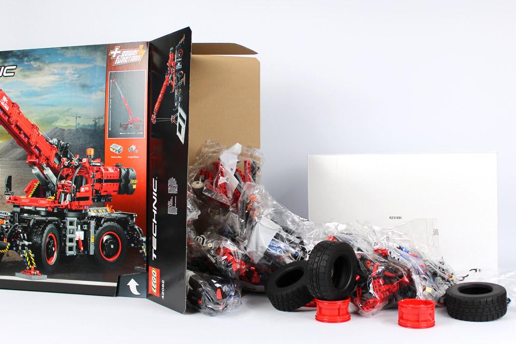 lego-technic-gelaendegaengiger-kranwagen-42082-verpackung-steine-2018-zusammengebaut-andre-micko zusammengebaut.com