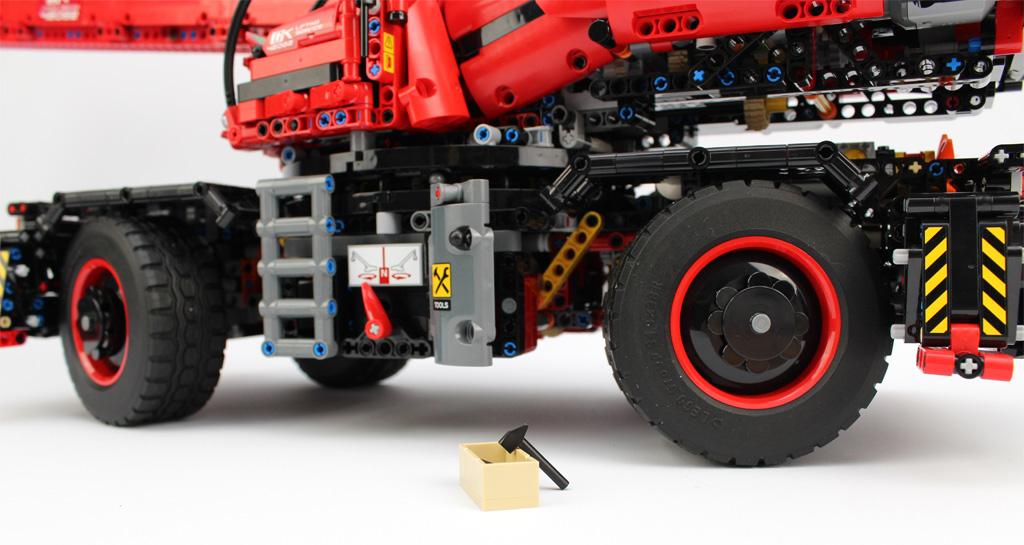 lego-technic-gelaendegaengiger-kranwagen-42082-werkzeug-2018-zusammengebaut-andre-micko zusammengebaut.com