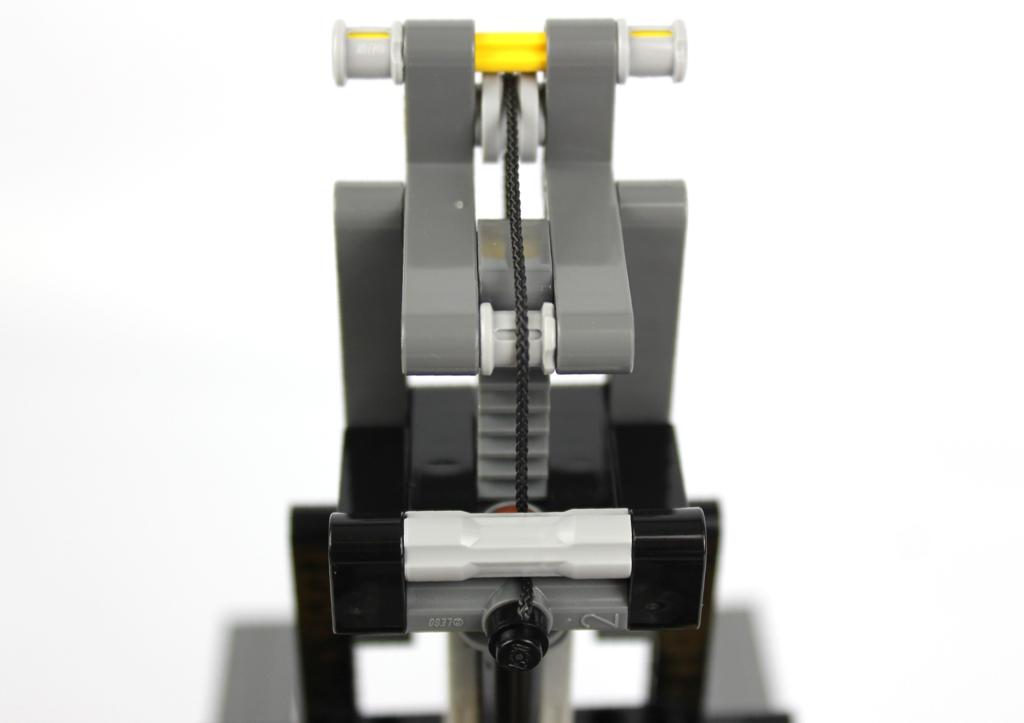 lego-technic-schwerlast-gabelstapler-42079-schnur-gabel-2018-zusammengebaut-andre-micko zusammengebaut.com