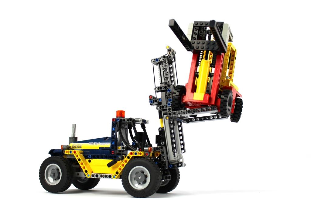 lego-technic-schwerlast-gabelstapler-42079-vergleich-8843-2018-zusammengebaut-andre-micko zusammengebaut.com