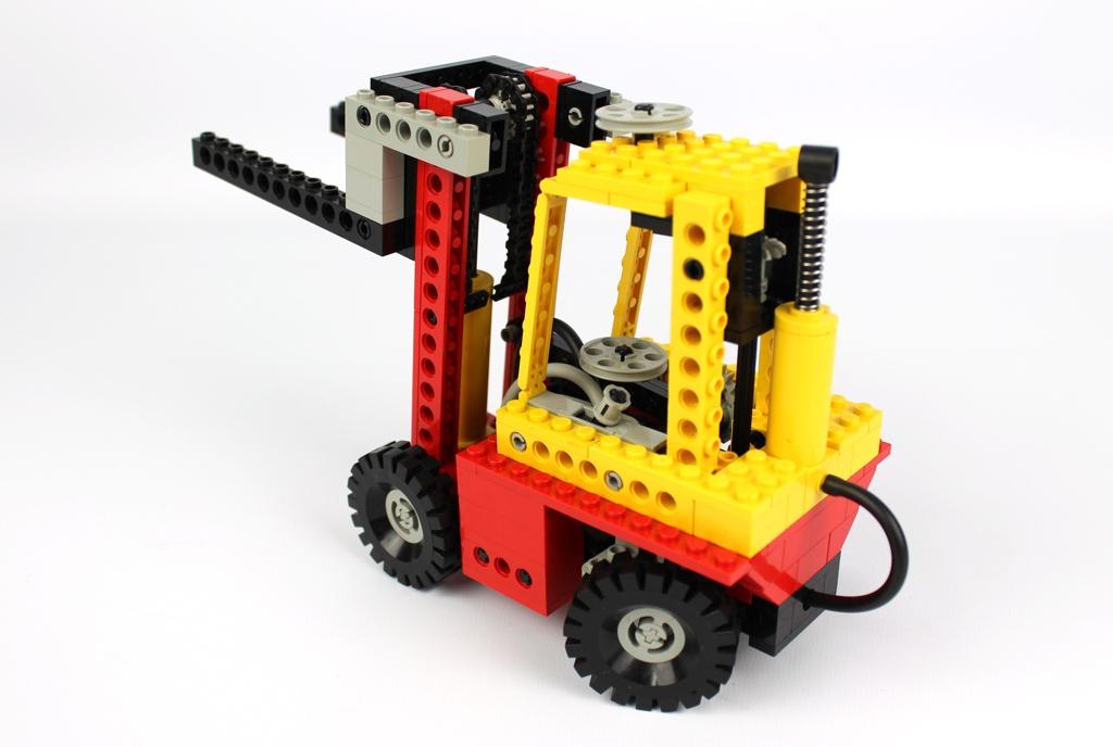 lego-technic-schwerlast-gabelstapler-8843-2018-zusammengebaut-andre-micko zusammengebaut.com