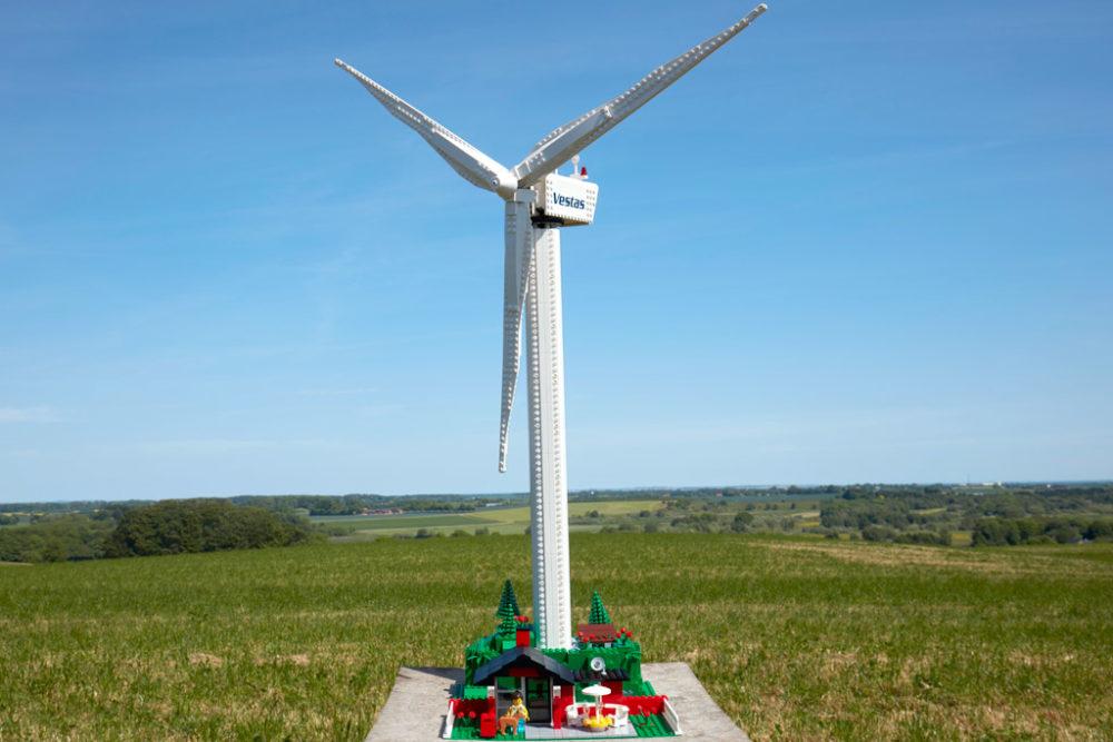lego-creator-expert-vestas-windkraftanlage-10268-draussen-2018 zusammengebaut.com