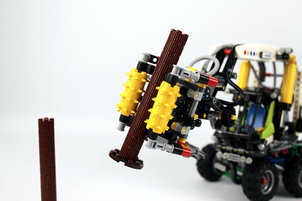 lego-technic-harvester-forstmaschine-42080-arbeitskopf-2-2018-zusammengebaut-andre-micko zusammengebaut.com