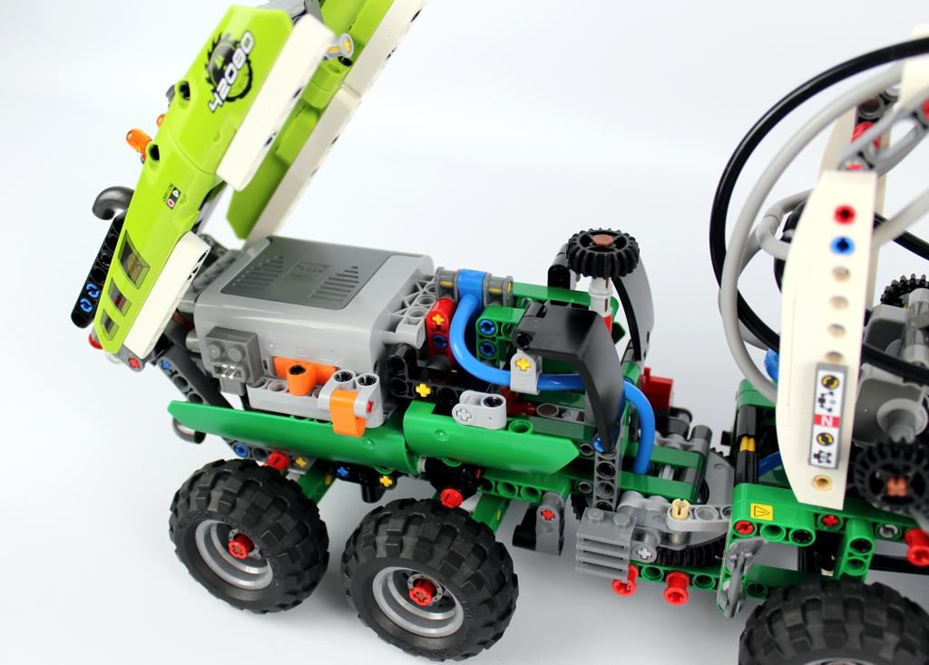 lego-technic-harvester-forstmaschine-42080-haengerabdeckung-2018-zusammengebaut-andre-micko zusammengebaut.com