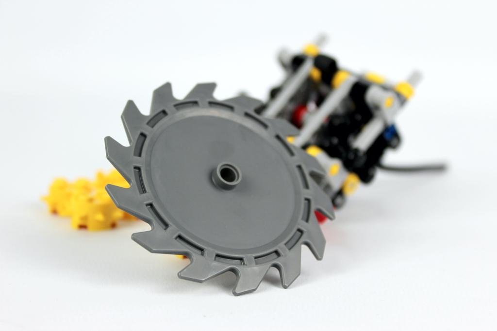 lego-technic-harvester-forstmaschine-42080-saegeblatt-2018-zusammengebaut-andre-micko zusammengebaut.com