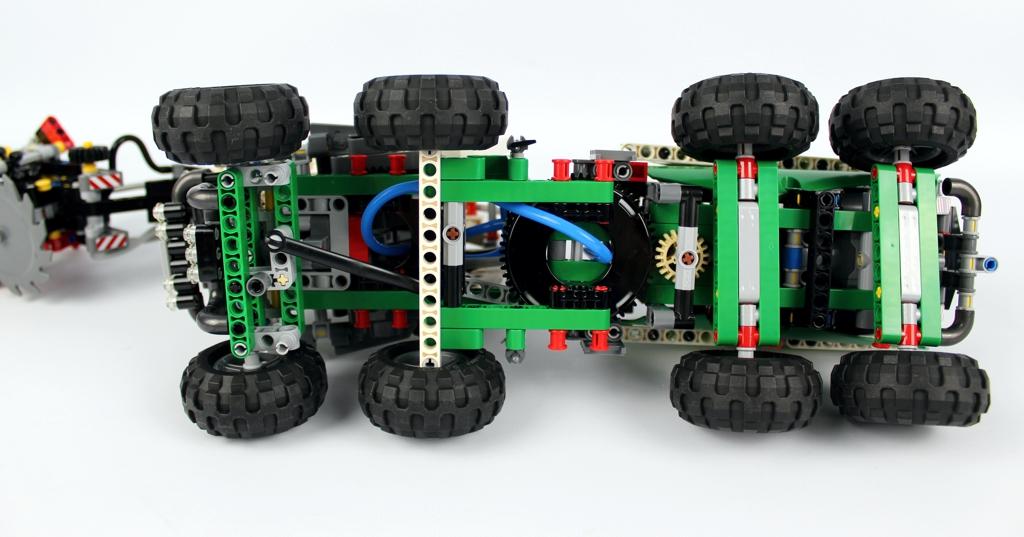 lego-technic-harvester-forstmaschine-42080-unterboden-2018-zusammengebaut-andre-micko zusammengebaut.com