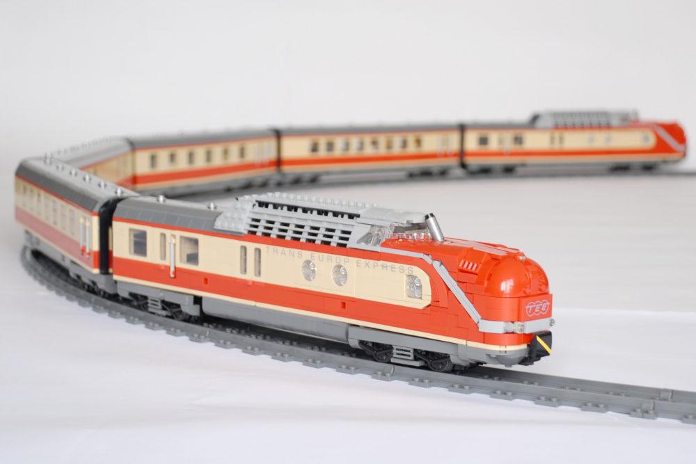 lego-trans-europ-express-tee-eisenbahn-moc-holger-matthes zusammengebaut.com