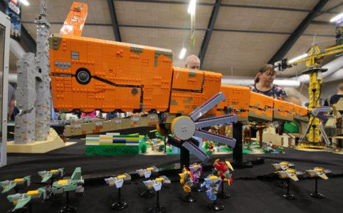 lego-moc-spaceship-niek-van-slagmaat-skaerbaek-fan-weekend-2018-andres-lehmann zusammengebaut.com
