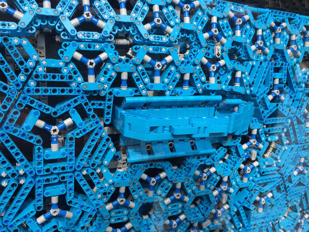 lego-technic-bugatti-chiron-xxl-duesseldorf-blau-2018-zusammengebaut-michael-kopp zusammengebaut.com