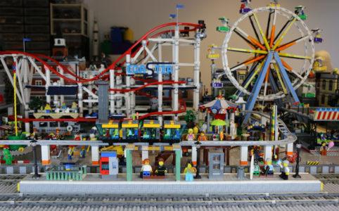 lego-bahnhof-new-ukonio-city-jahrmarkt-2018-zusammengebaut-andres-lehmann zusammengebaut.com