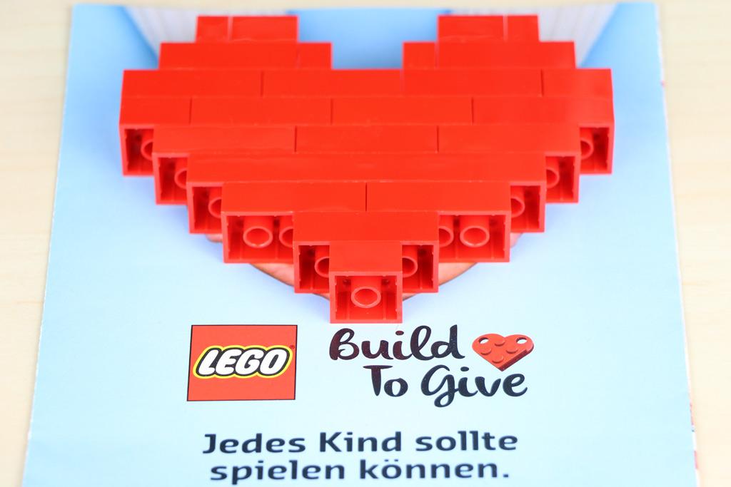 lego-build-to-give-flyer-herz-front-2018-zusammengebaut-andres-lehmann zusammengebaut.com