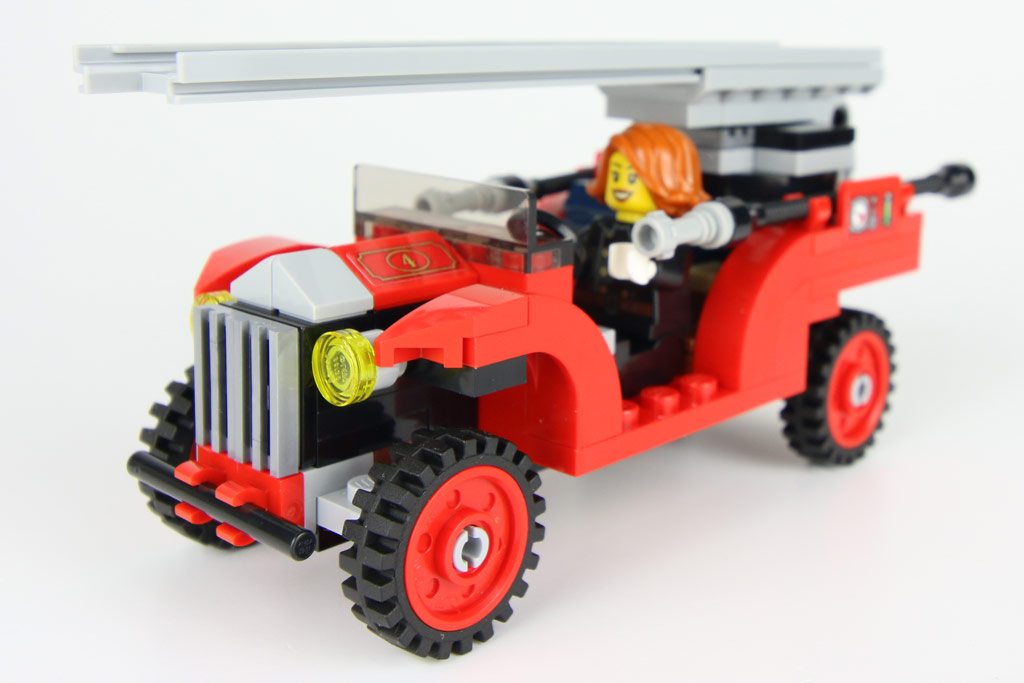 lego-creator-expert-winterliche-feuerwache-10263-wagen-2018-zusammengebaut-andres-lehmann zusammengebaut.com