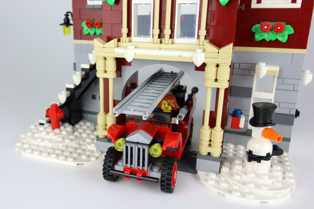 lego-creator-expert-winterliche-feuerwache-10263-wagen-garage-2018-zusammengebaut-andres-lehmann zusammengebaut.com
