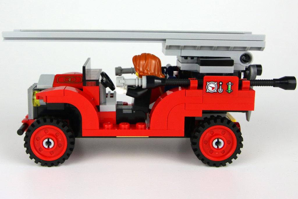 lego-creator-expert-winterliche-feuerwache-10263-wagen-seite-2018-zusammengebaut-andres-lehmann zusammengebaut.com
