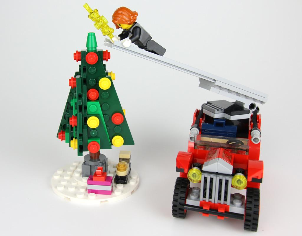 lego-creator-expert-winterliche-feuerwache-10263-weihnachtsbaum-schmuecken-weihnachten-2018-zusammengebaut-andres-lehmann zusammengebaut.com