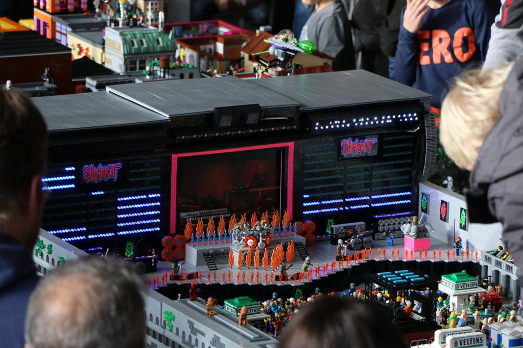 lego-festival-buehne-besucher-mike-fischer-zusammengebaut-2018-andres-lehmann zusammengebaut.com