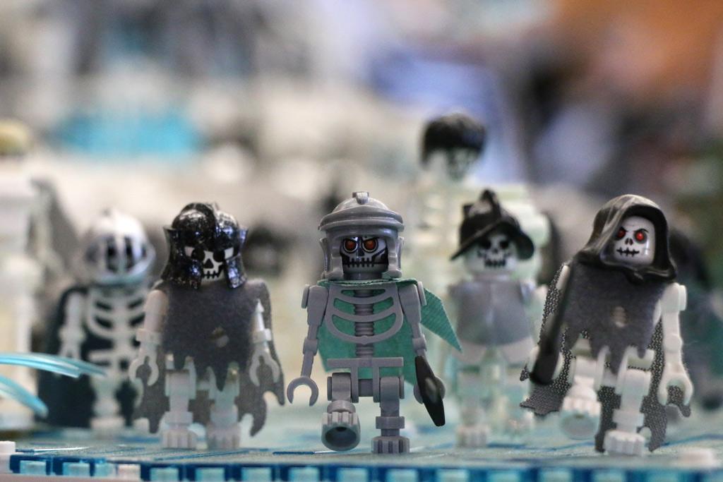 lego-game-of-thrones-die-armee-der-untoten-skelette-claus-marc-hahn-totale-zusammengebaut-2018-andres-lehmann zusammengebaut.com