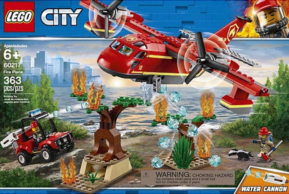 lego-city-feuerloeschflugzeug-60217-box-2019 zusammengebaut.com