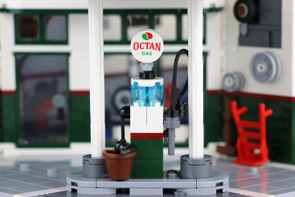 lego-creator-expert-corner-garage-10264-octan-tankstelle-2018-zusammengebaut-andres-lehmann zusammengebaut.com